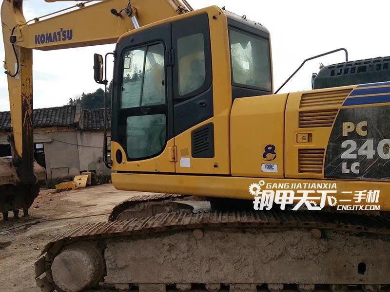 小松PC240LC挖掘机
