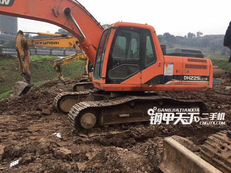斗山DX260LC   挖掘机