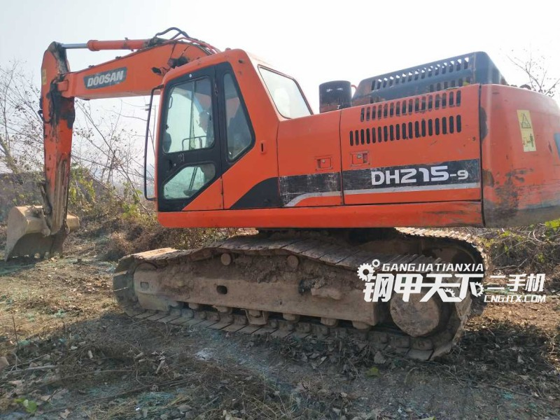 斗山215挖掘机