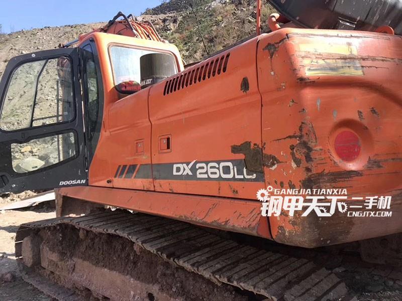 斗山DX260挖掘机