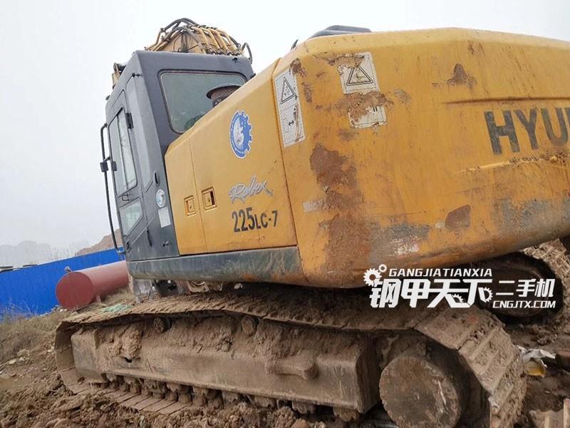 现代225-7挖掘机