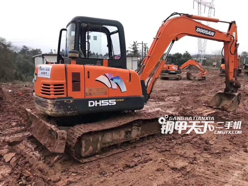 斗山55挖掘机