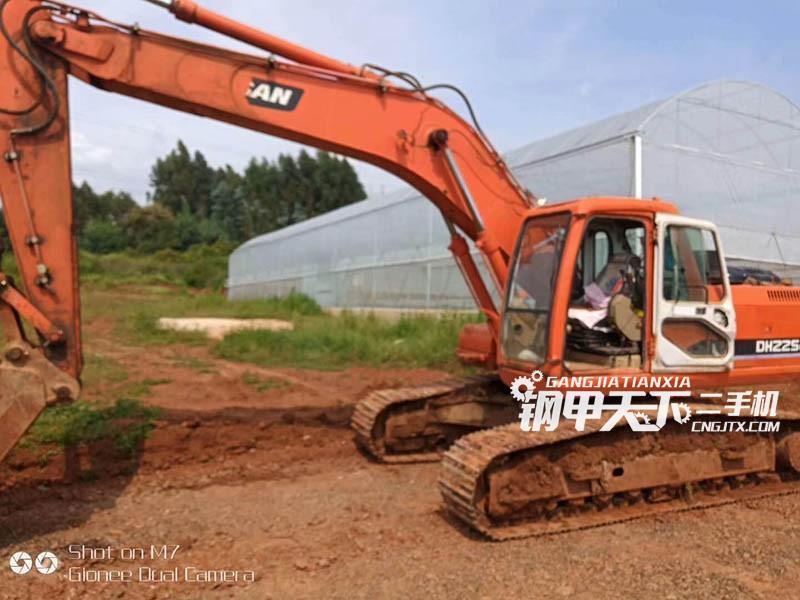 斗山220-7挖掘机
