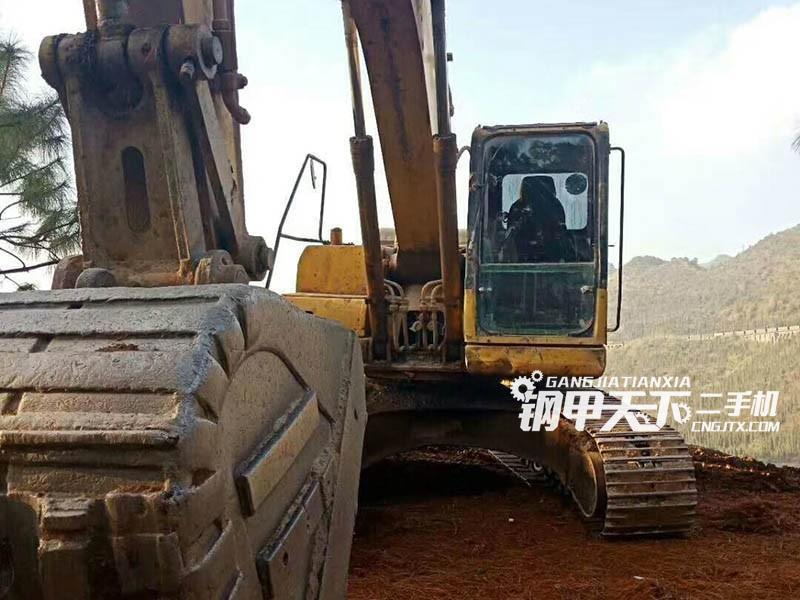 小松200-7挖掘机