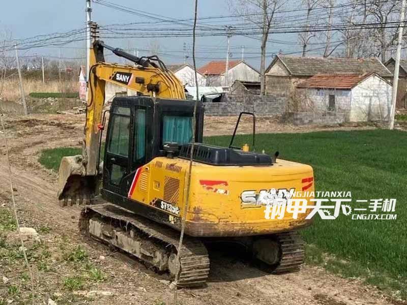 三一重工135挖掘机