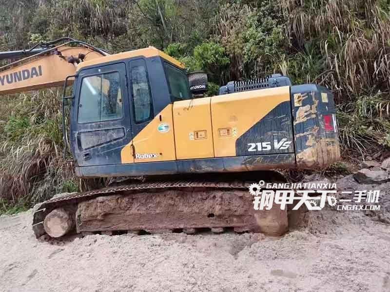 现代215VS挖掘机