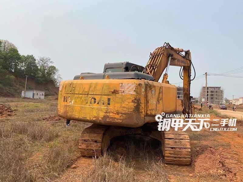 现代  225-7  挖掘机