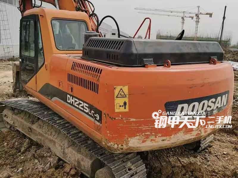 斗山  225-9  挖掘机