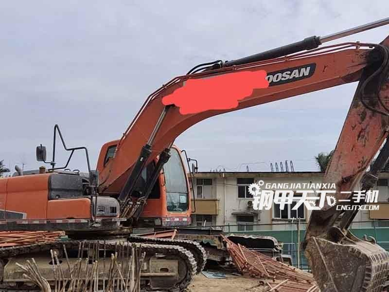 斗山  215-9C  挖掘机