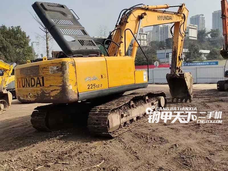 现代  215-7  挖掘机