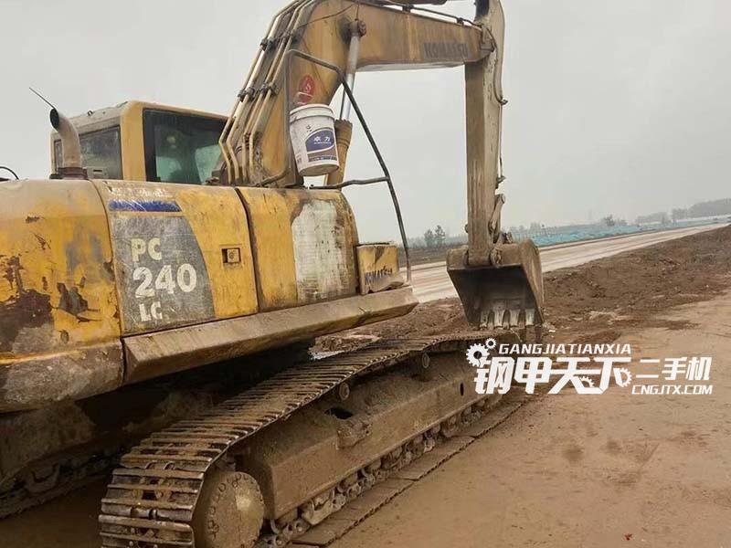 小松  240-8  挖掘机