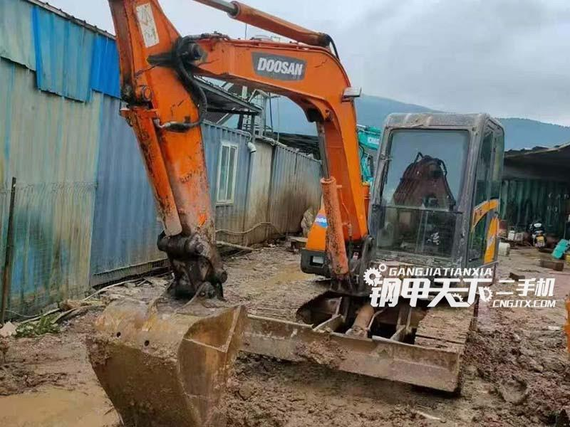 斗山  60  挖掘机