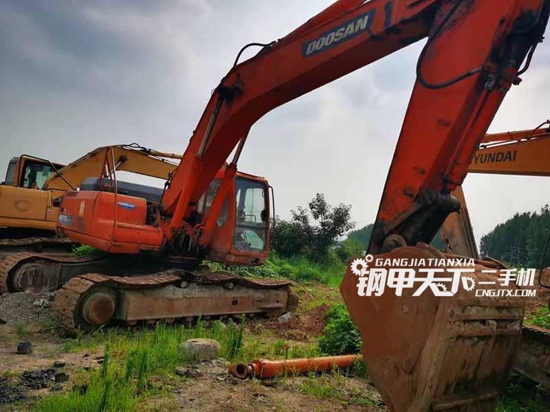 斗山  300  挖掘机
